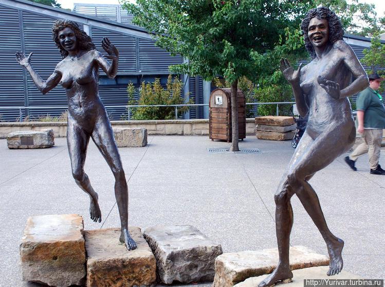 Скульптуры еще двух сесте