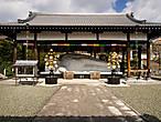 Пристройка с лежачим буддой — явно недавнее для храма приобретение. Уж не знаю почему, но лежащие будды в Японии совершенно не распространены (все, что я видел, были подарены какими-нибудь тайскими собратьями по вере).