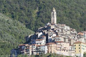 Вид на Кастел Витторио (ит. Castel Vittorio)