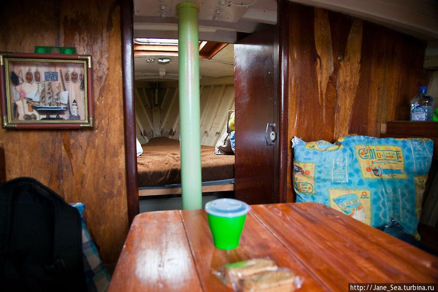 Внутри яхты