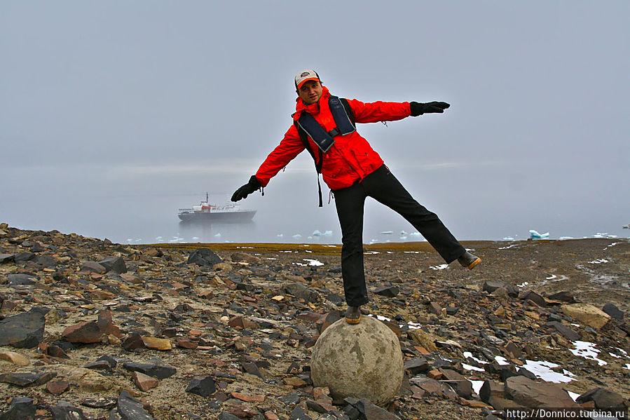 Мальчик на шаре Земля Франца-Иосифа архипелаг, Россия