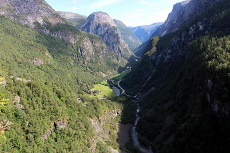 Вид на долину Нерей. Вниз