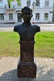 Акунькин Леонид Петрович (1930 года рождения) — комбайнер, Герой Социалистического Труда с 1970 года. Когда открывалась Аллея Героев не смог приехать из своего села Орловское на её открытие из-за проблем со здоровьем.