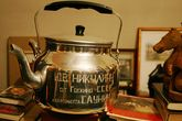 Чайник из знаменитой никулинской репризы — не только реквизит, но и вполне себе... чайник, используемый на гастролях по своему прямому назначению