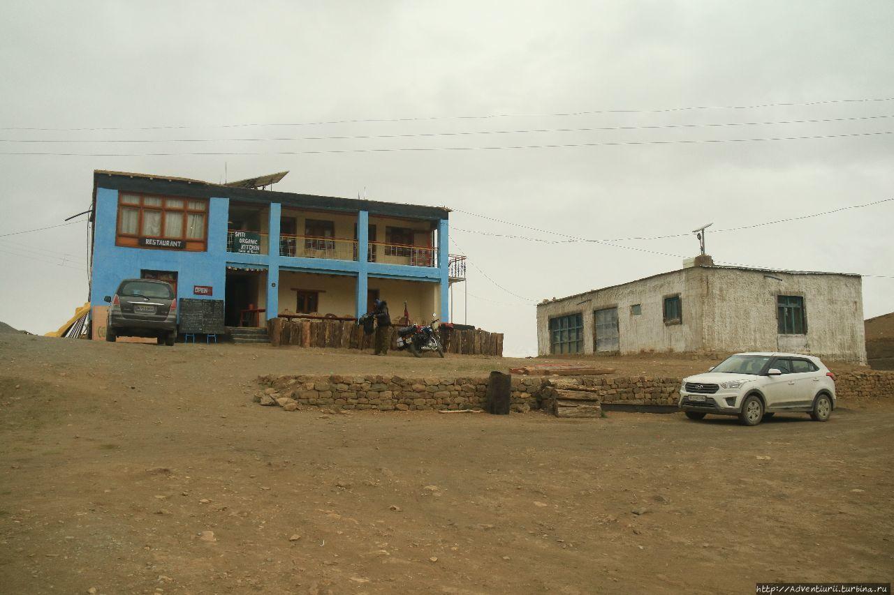 Единственное место, где можно было заночевать во всей деревне. Манали, Индия