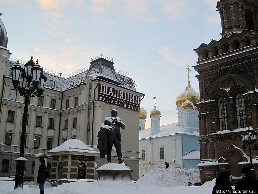 Богоявленский собор и памятник Ф. Шаляпину