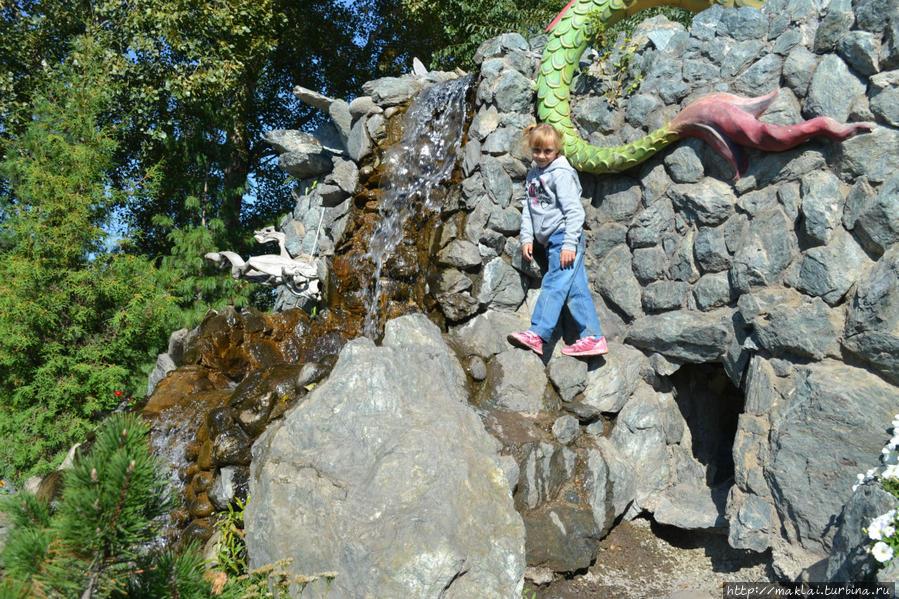 Пешком по скалам.