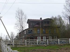 Дореволюционное здание в деревне Пирозеро теперь занимает местное почтовое отделение