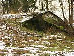 Остатки старого погреба, совсем обрушившегося.