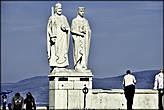 Памятник Иштвану и Гизелле. Установлен в 1938 году в необычном месте, над обрывом крепостного холма.
