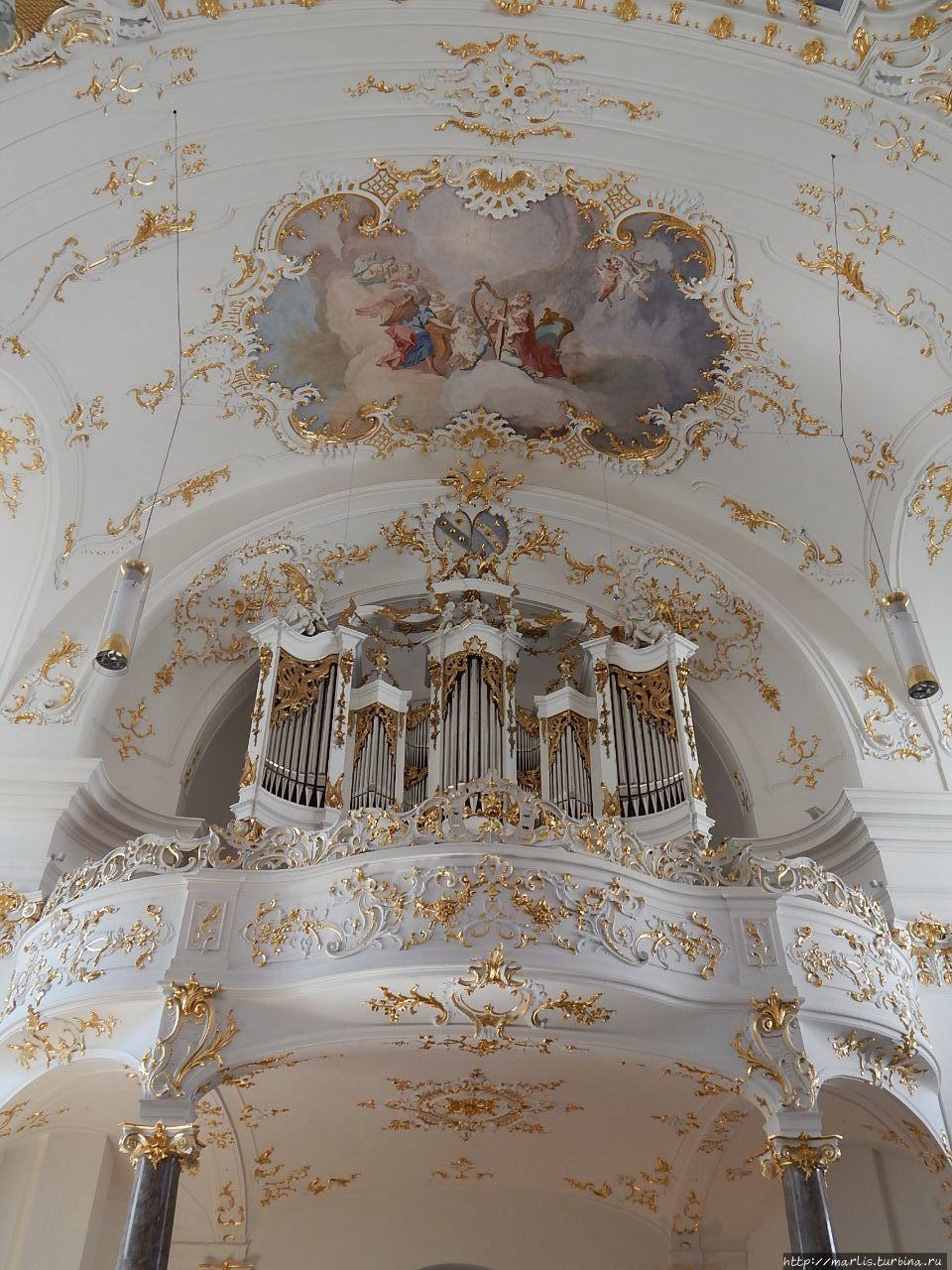 Фреска над органом изобра