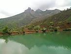 В августе озеро сильно мелеет... Чтобы оценить всю его красоту лучше приехать пораньше, в мае — первой половине июля.