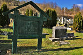 Какое то древнее сербское кладбище в Мокра Гора