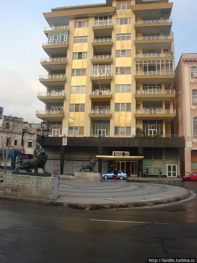 Слева от здания Прадо 20, на первом этаже дверь, это вход в касу, 3-й этаж.