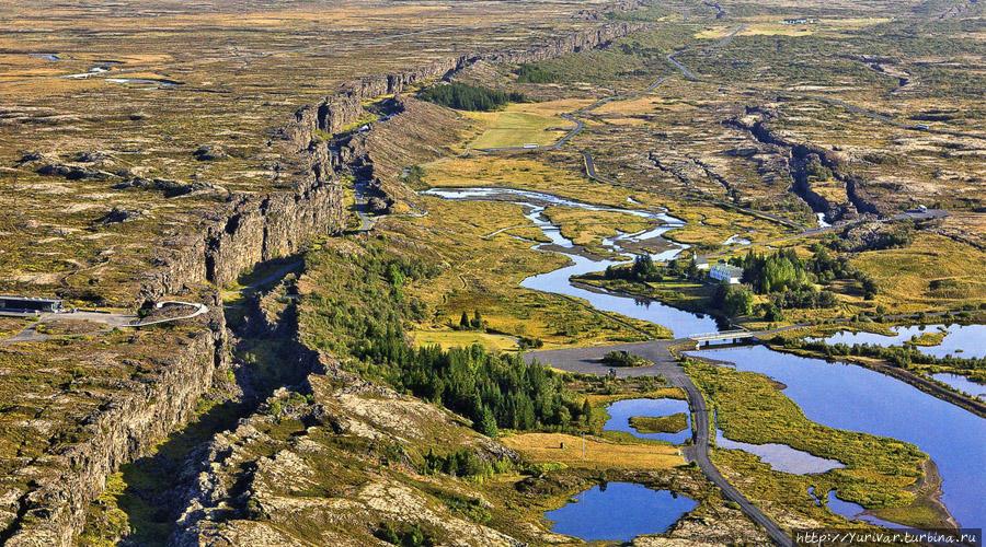 Разлом земной коры между Евразийской и Американской геологическими плитами. Из интернета Исландия