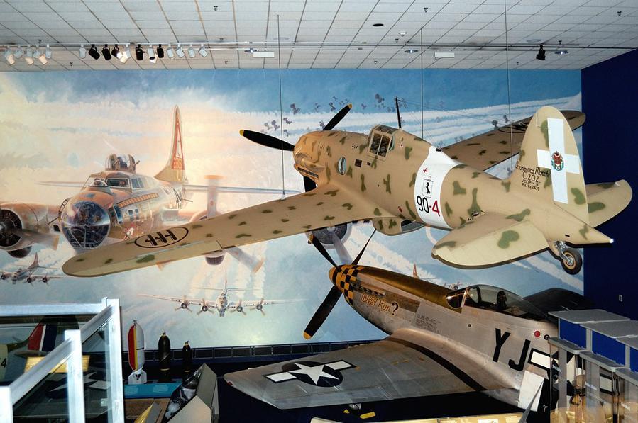 Экспозиция, посвященная Второй Мировой Войне. Итальянский истребитель Macchi C.202 Folgore