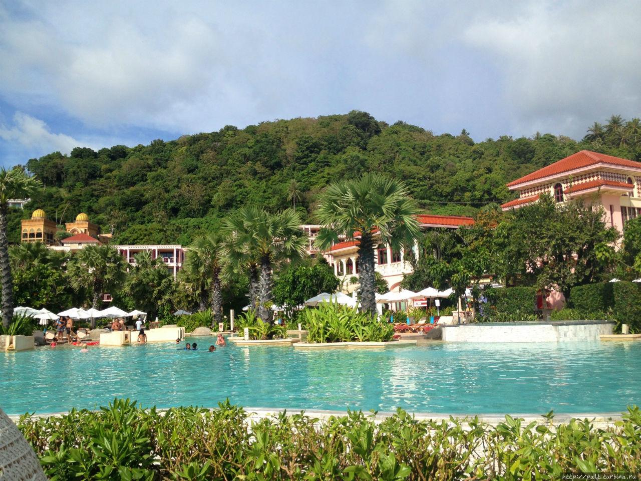 Большой бассейн отеля