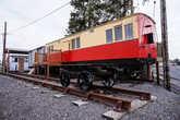 Когда-то до Донегола шла железная дорога, но потом её разобрали. Осталось несколько вагонов в качестве музея под открытым небом.