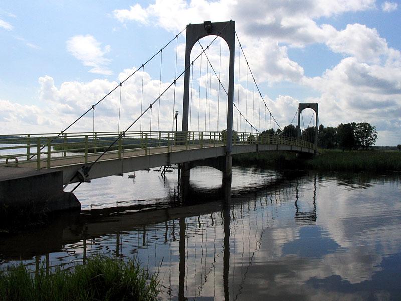 Вантовый мост на озере Тамула Выру, Эстония