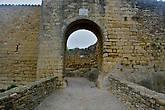 один из входов в стены города