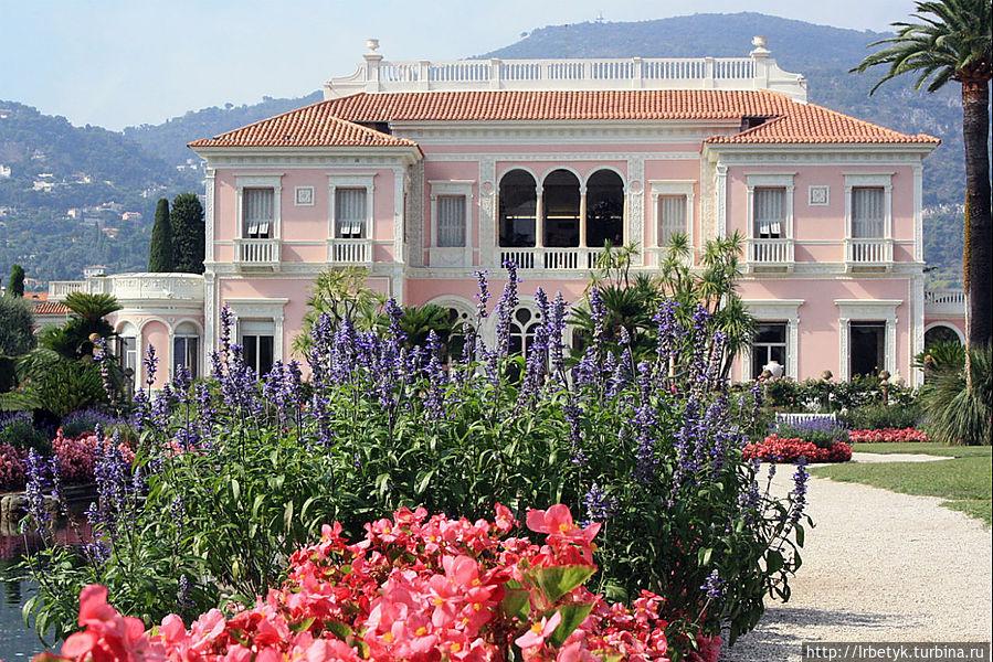 Южный фасад виллы со стороны французского сада