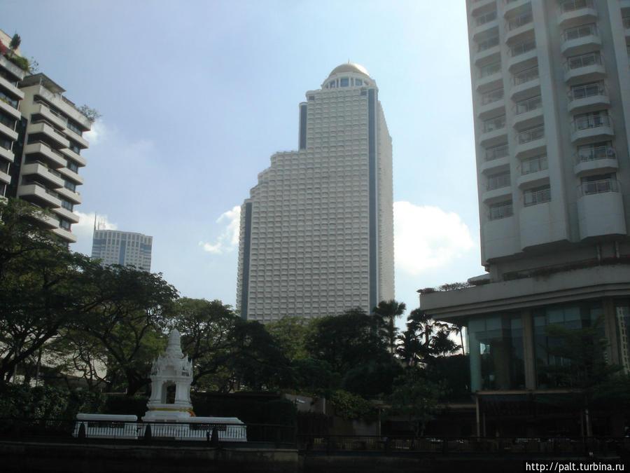 Вид на отель Лебуа с реки