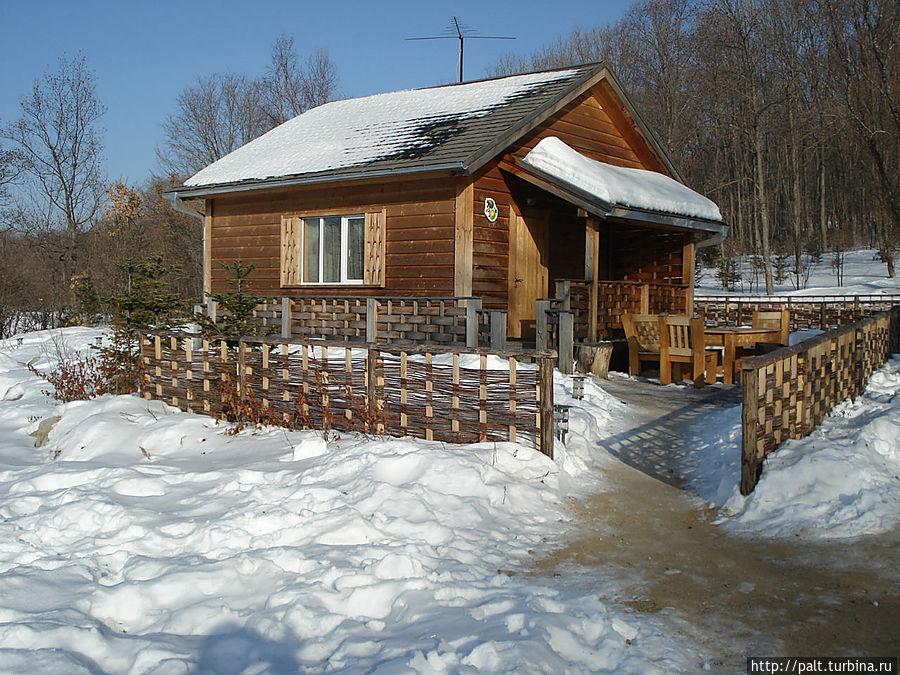 Каждый домик в Ягодной деревне не похож на другие. Есть в стиле фольк и современные. На любой вкус