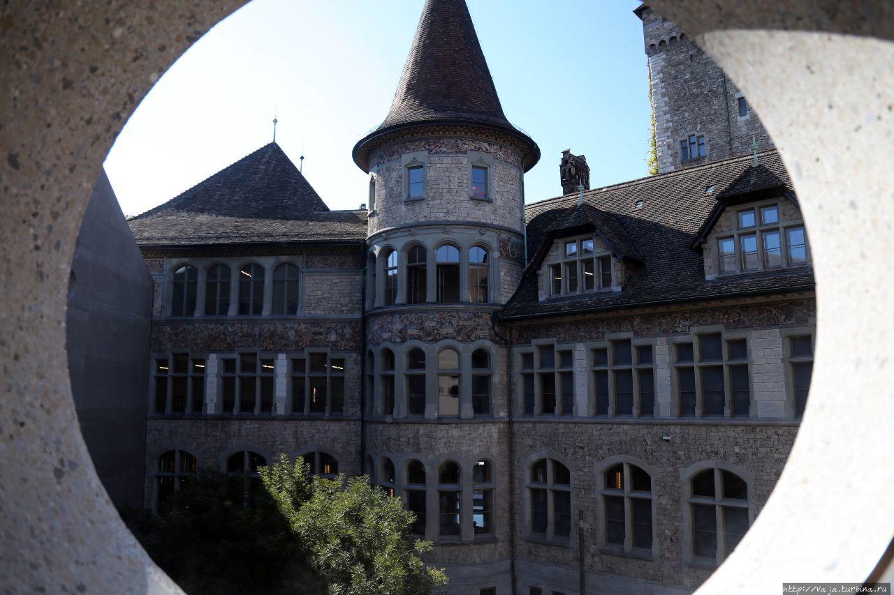 Вид на музей изнутри музея. Музей построен в виде Французского Ренесанса Цюрих, Швейцария