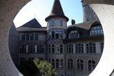 Вид на музей изнутри музея. Музей построен в виде Французского Ренесанса