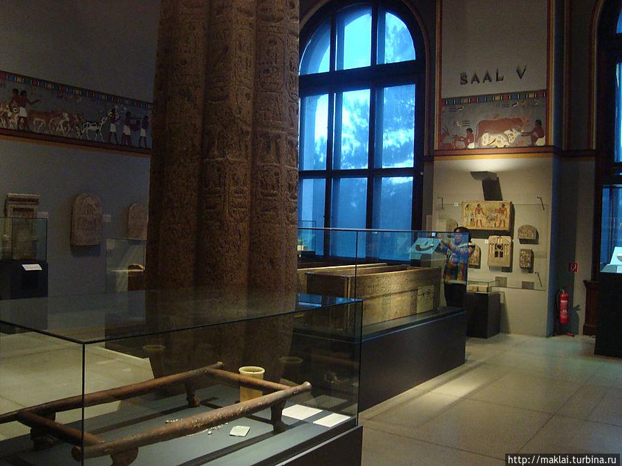 В отделе  искусства Древнего Египта.