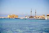 В первый день, решили съездить в Пафос, пройтись по набережной и посетить комплекс мозаик.