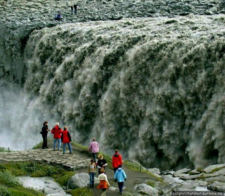 Водопад Деттифосс со стор