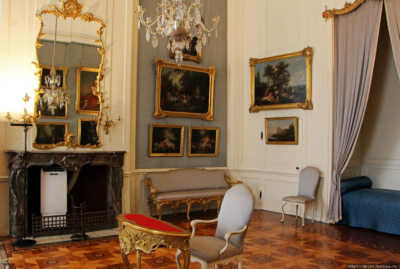 спальня короля (помните, спальни для королевы во дворце не было!)