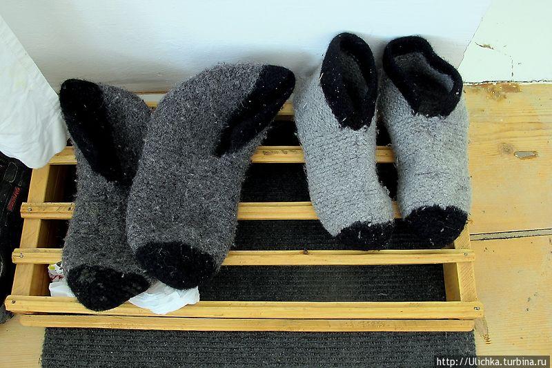 У вас в номере будут даже теплые ,шерстяные носки