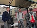 В ожидании городского автобуса до автовокзала. Долго не могли уехать — никто не мог назвать правильный номер автобуса. Как — то уехали.