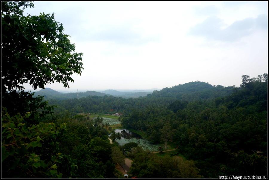 Виды   с   четвертого  уровня. Тангалла, Шри-Ланка