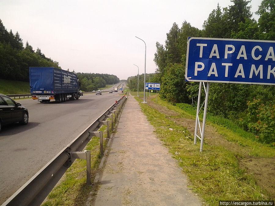Но нам чуть дальше, за поворот на Ратомку.  Вот там вы будете уверены, что машины идут из города.  Смотрите не пропустите развязку — в районе Воложина(после весового контроля для фур), М6 и М7 расходятся (М7 — поворот направо)