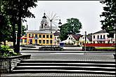 Формировалась площадьна протяжении нескольких столетий как торговый центр города. В нее втекало, как и ныне, восемь улиц. Ансамбль площади сохранил вид старого центра города. В большинстве своем тут располагаются здания 19 века.