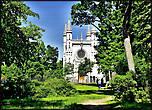 Оригинальной постройкой Александрии является Готическая капелла — домашняя церковь царской семьи в честь Александра Невского.  Место для церкви выбирал сам Николай I.