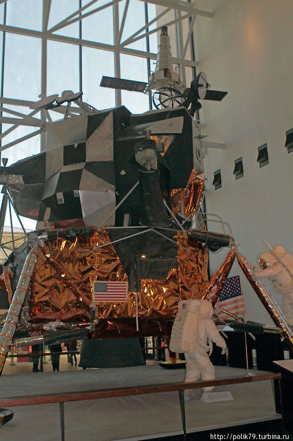 Макет американского лунного модуля.