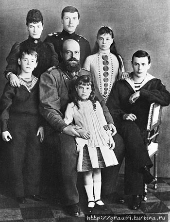 Император Александр III, императрица Мария Федоровна и дети: Михаил, Николай, Ольга, Ксения, Георгий. (фото из Интернета)