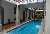 Бассейн в отеле Gran France