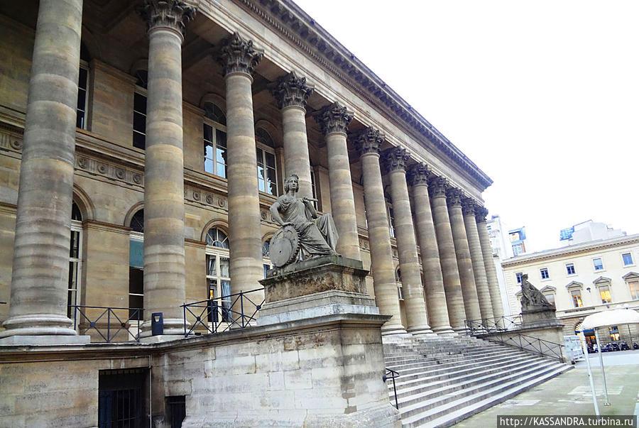 Дворец Броньяр, в котором располагается фондовая биржа в Париже.