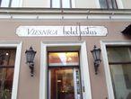 Ресторан Юстас на улице Яуниела получил свое название в честь позывного советского разведчика, роль которого блестяще сыграл актёр Вячеслав Тихонов в фильме Семнадцать мгновений весны.