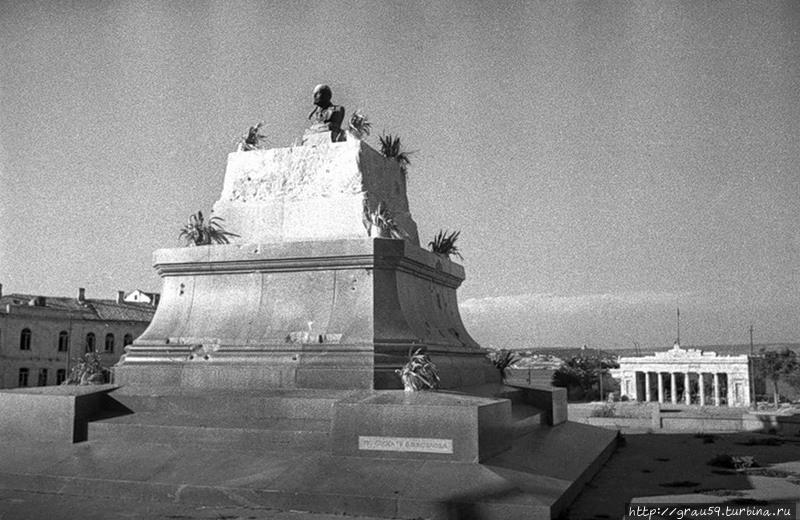 Временный вариант памятника Ленину (фото из Интернета)