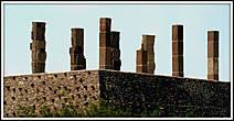 Атланты раньше были частью храма на вершине пирамиды.