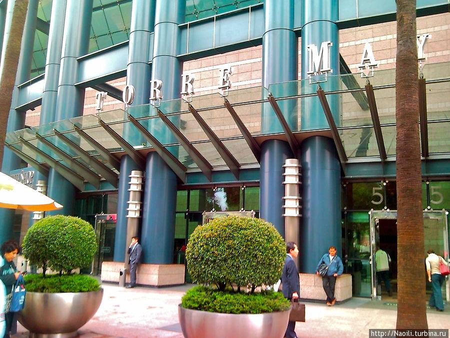 Центральный вход и торговый центр на 2х этажах
