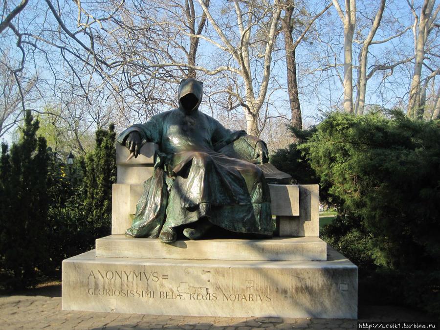 Памятник Анонимнусу — неизвестному монаху-летописцу