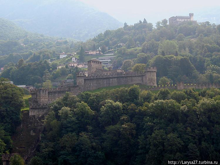 Замки Монтебелло и Сассо
