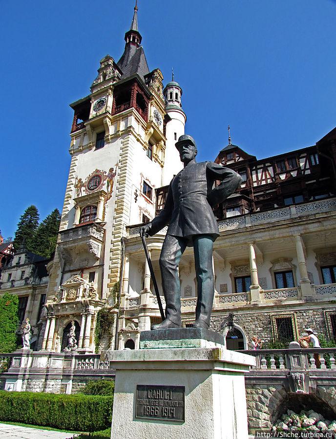 статуя основателя замка короля Кароля 1 работы итальянского скульптора Рафаелло Романелли